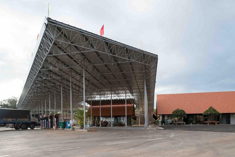 Mandala Filling Station Phuc Duy / vn-a, © Robert Herrmann