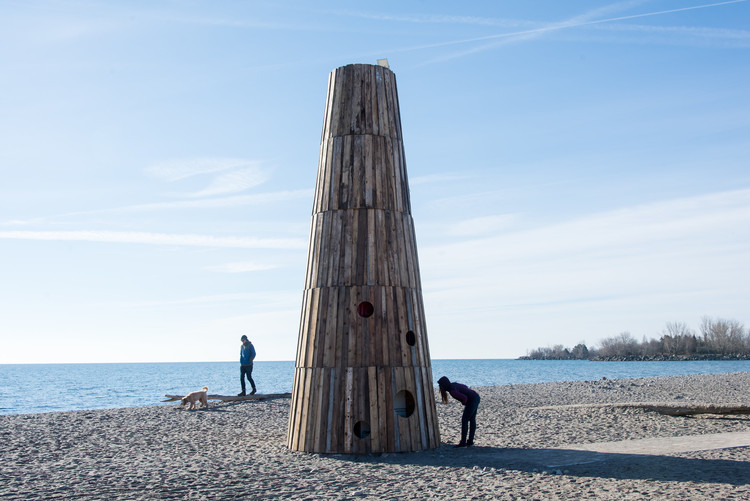 8 Architectural Winter Stations Brighten Up Toronto's Beaches, The Beacon / Joao Araujo Sousa and Joanna Correia Silva. Image © Khristel Stecher