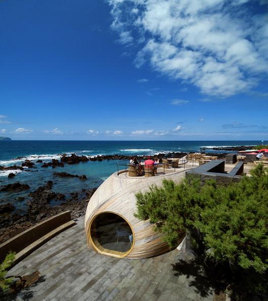 Marejada en las islas Azores daña el Bar Cella, 'el más bello del mundo', © Fernando Guerra | FG+SG