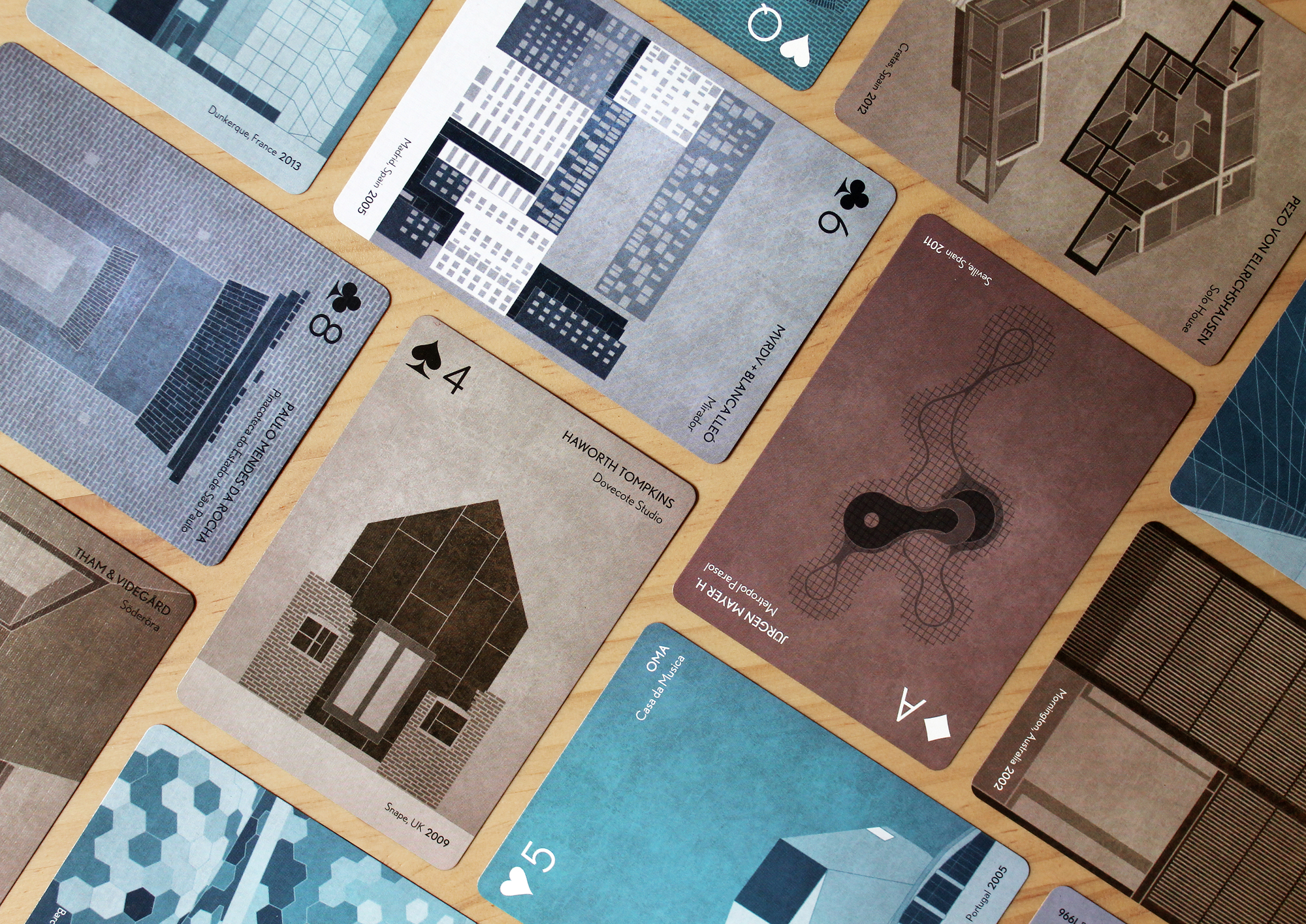 SCALA: naipes con dibujos que reflejan la arquitectura de los últimos 25 años del Siglo XXI