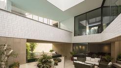 Three Gardens House / AGi Architects