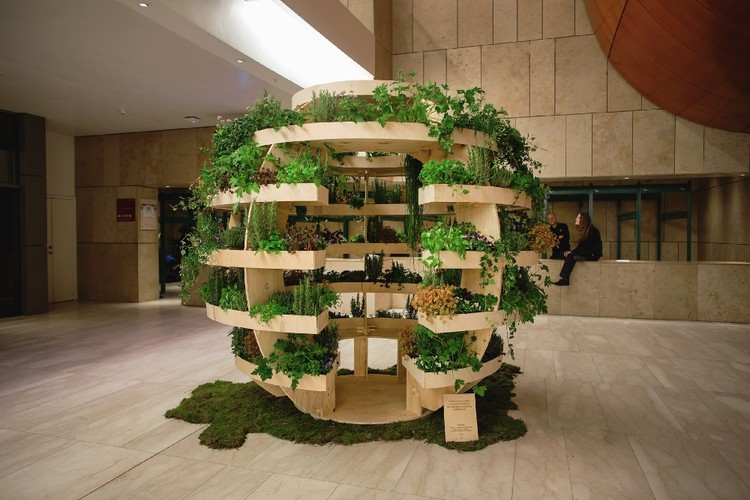 IKEA Lab disponibiliza desenhos para construir um jardim esférico, The Growroom exhibited at Copenhagen Opera House. Image © Alona Vibe. Via Space10