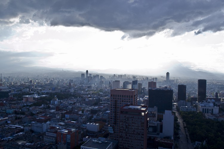 """Changing Climate, Changing Cities"": New York Times lança série sobre os efeitos urbanos da mudança climática, Mexico City is home to more than 20 million people. Image © Flickr user kc_aplosweb. Licensed under CC BY-SA 2.0"