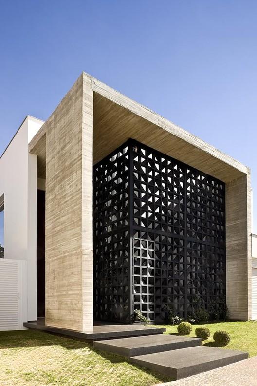 Casa vap ney lima archdaily brasil for Fachadas de casas modernas en lima