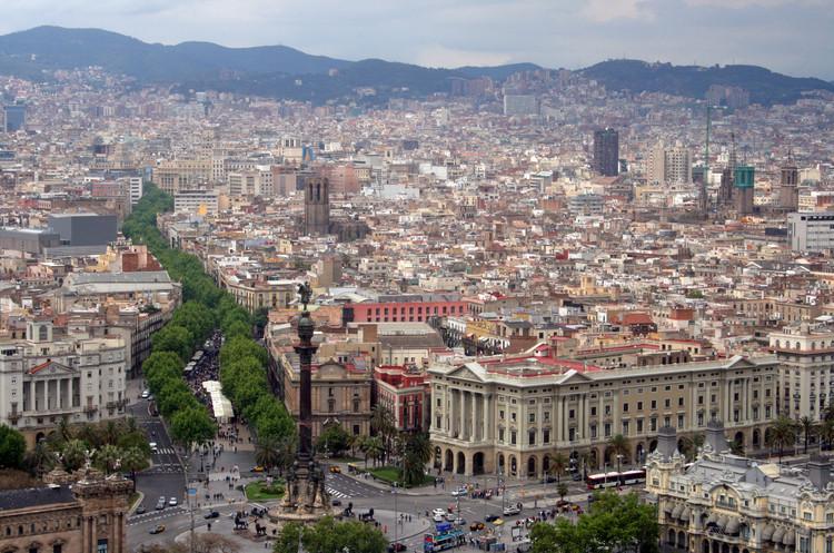 Barcelona abre concurso internacional para transformar La Rambla, Rambla de Barcelona. Image © Bert Kaufmann [Flickr] ,bajo licencia CC BY 2.0