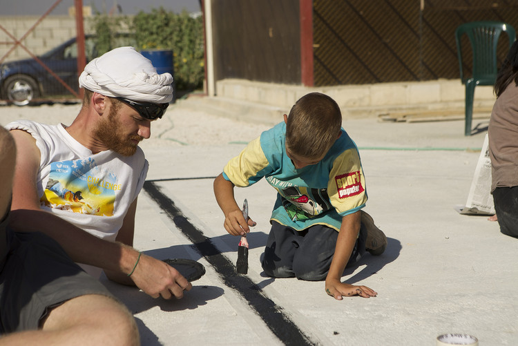 Urbanismo inclusivo: empoderando a niños y niñas en nuestras ciudades, Parques infantiles para niños refugiados en Bar Elias, Líbano. Image Cortesía de CatalyticAction