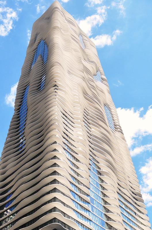Mulheres no comando: conheça o Studio Gang, Aqua Tower. Image © Victor Delaqua