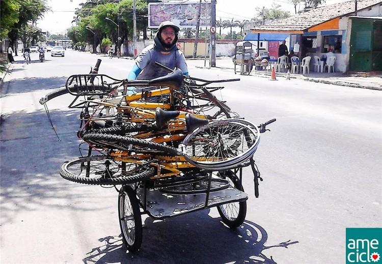 Projeto leva bicicletas compartilhadas a comunidade no Recife, Projeto Bota Pra Rodar recupera bikes para uso comunitário. Image © Ameciclo, via Mobilize.org.br