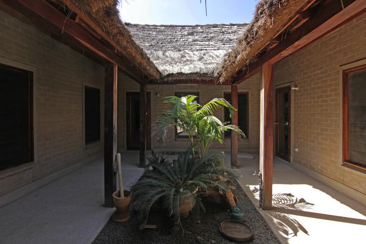 Casa patio y bungalows en Toujereng / VIRAI Arquitectos, © Juan Manuel Herranz y Marta Parra Casado
