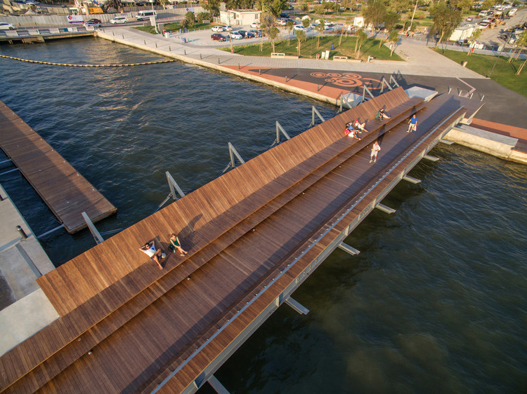 Bostanlı Footbridge & Sunset Lounge / Studio Evren Başbuğ, © ZM Yasa Architecture Photography