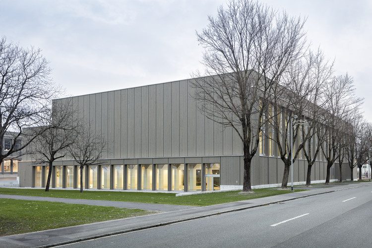 Balzers Sports Hall Renovation  / BBK Architekten, © Till Schuster