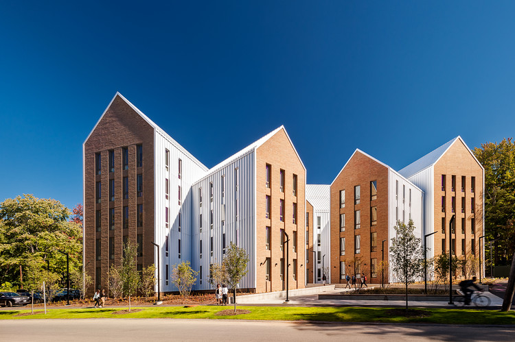 Moradia Estudantil Olympia Place / Holst Architecture + DiMella Shaffer, © Christian Phillips