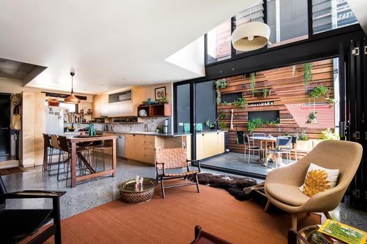 SODA Apartments  / Gresley Abas Architects
