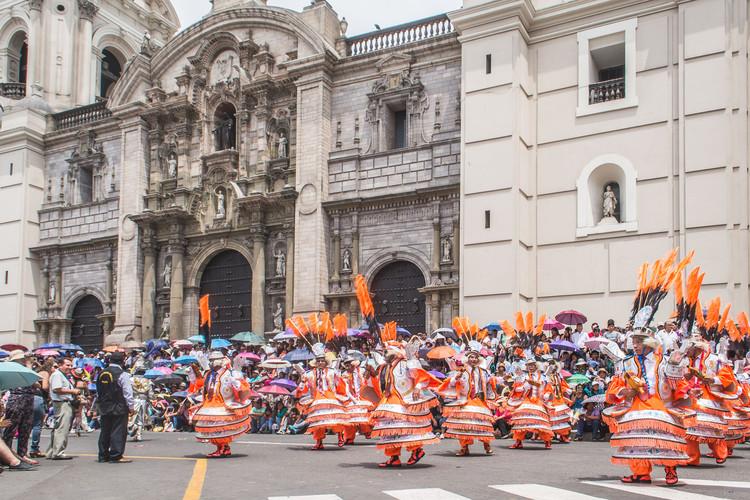 """Lima tiene futuro: reflexiones sobre la ciudad para este 2017, """"Candelaria Limeña"""" - Fiestas en la Plaza Mayor de Lima, 2015. Image © Eleazar Cuadros"""