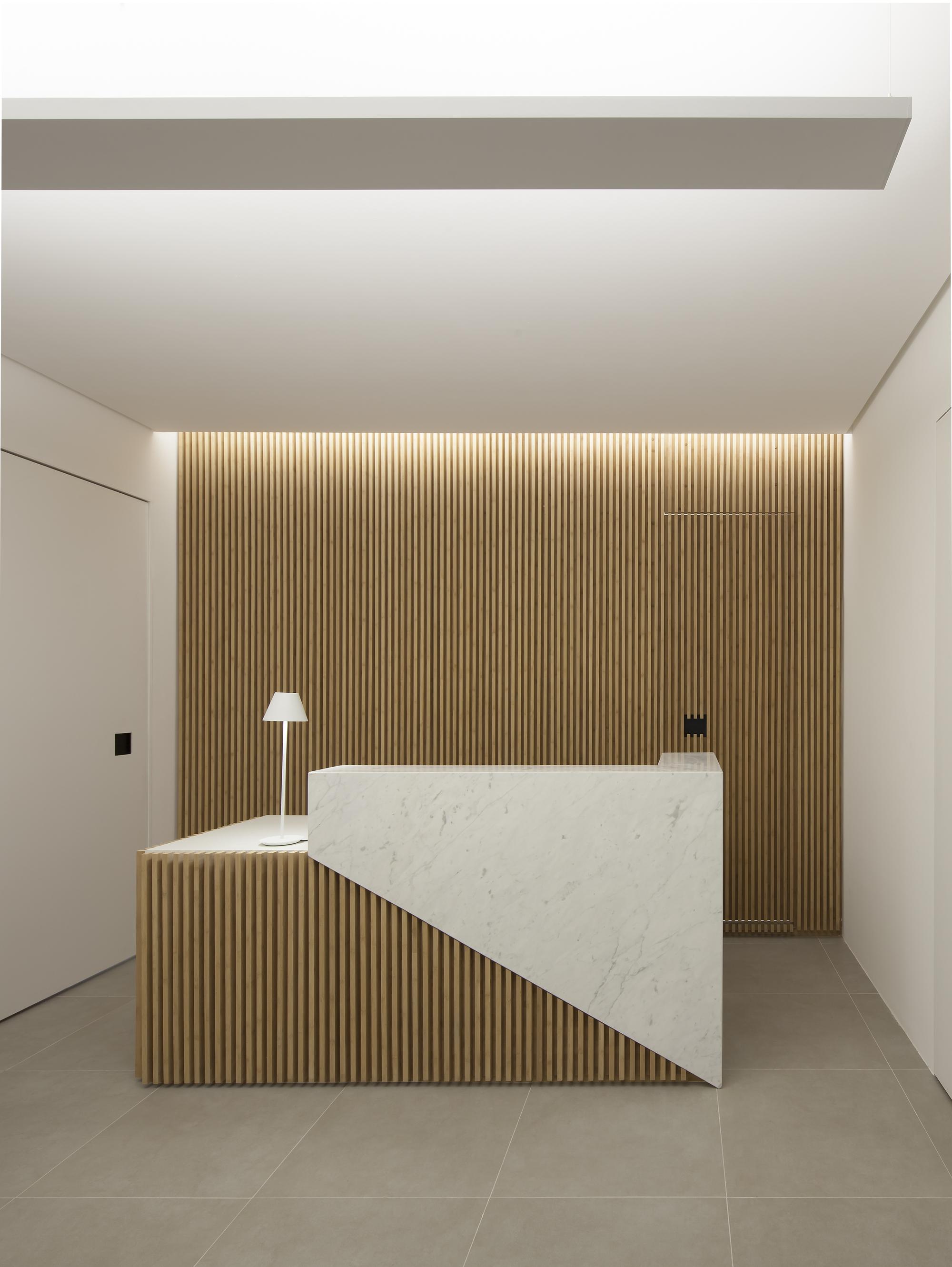 Galeria de cl nica ar gdl arquitetura 1 for 8 6 mobiliario de oficina