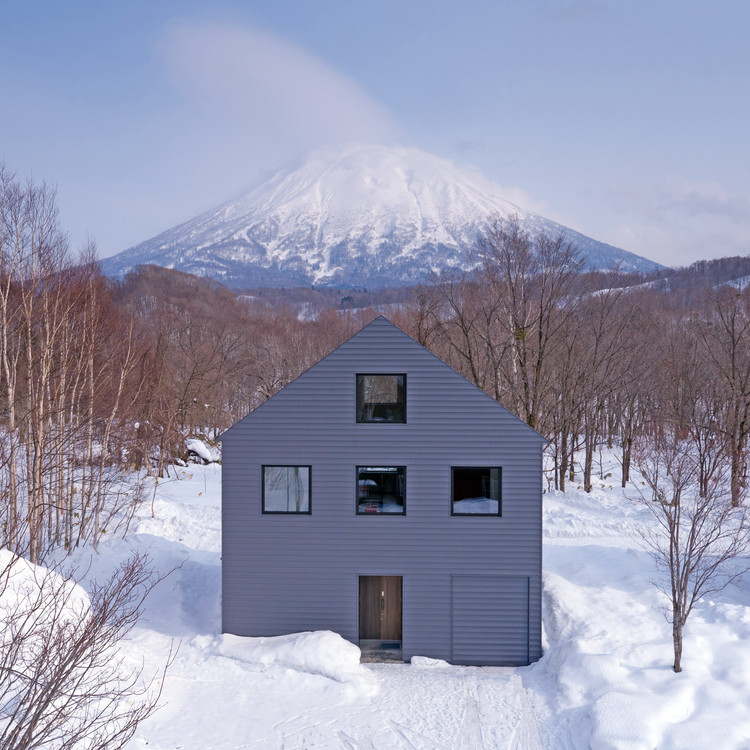 K House in Niseko  / Florian Busch Architects, © Glen Claydon