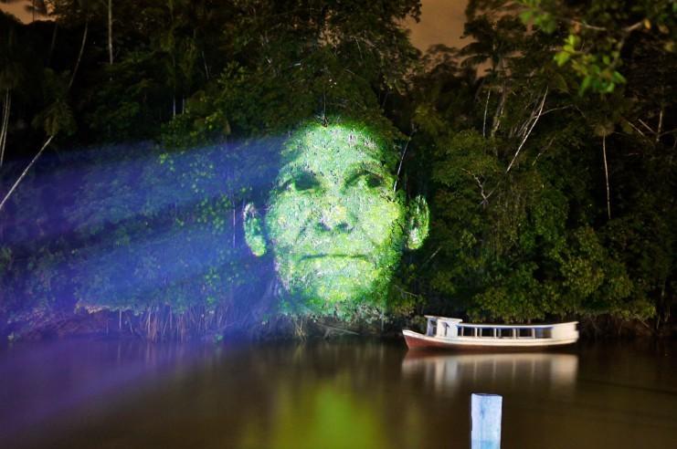 Artista brasileña proyecta hologramas en los árboles del Amazonas, © Roberta Carvalho. Cortesía de Idea Fixa