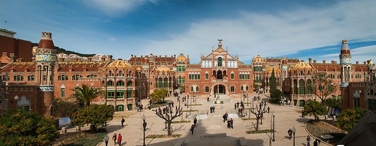 Olympus presenta en Barcelona su exposición fotográfica experimental, Jesús Arpón [Wikipedia], bajo licencia Creative Commons Attribution-Share Alike 3.0