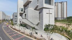 La iglesia más cercana / Heesoo Kwak and IDMM Architects