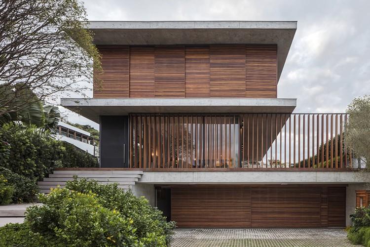 Bravos House / Jobim Carlevaro Arquitetos, © Leonardo Finotti