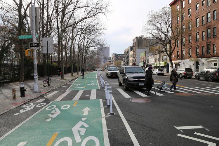 Nova Iorque propõe redistribuição viária para aumentar a segurança nas ruas, Chrystie St, Nova Iorque. Imagem © Flickr usuário: NYCDOT. Licença CC BY-NC-ND 2.0