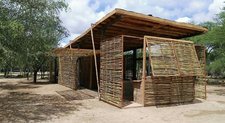 Reinterpretación del Habitar Wichi: la construcción de una vivienda para los pueblos originarios , vía Reinterpretación del Habitar Wichí