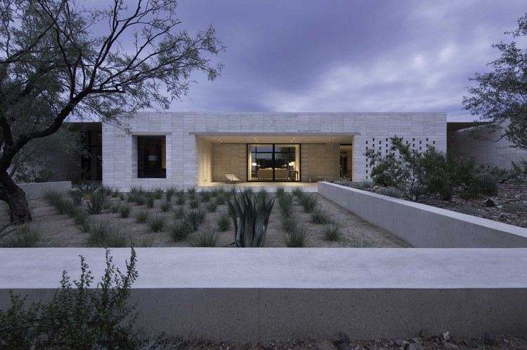 Stone Court Villa / Marwan Al Sayed Inc., © Matt Winquist Photography