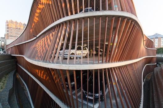Estacionamiento Clínica Universidad Saint-Luc  / de Jong Gortemaker Algra + Modulo architects