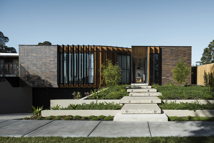 Courtyard House Figr Architecture Amp Design Archdaily