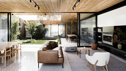 Courtyard House / FIGR Architecture & Design