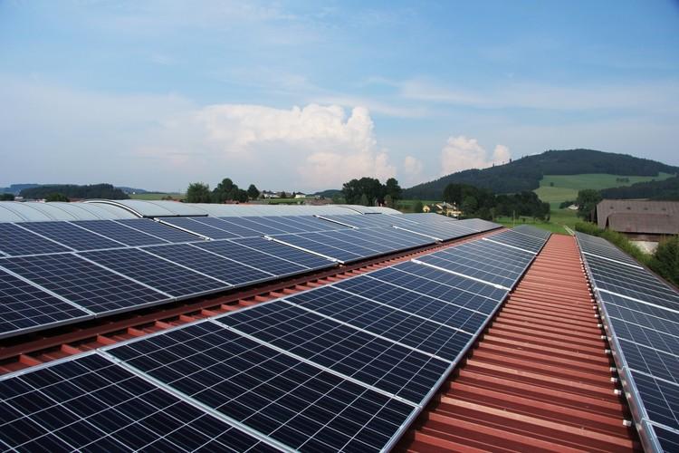 Portal Solar disponibiliza manual sobre energia solar para residências, © lenulenac. Imagem via VisualHunt