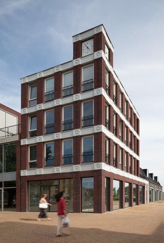 Fachada emoticon attika architekten plataforma arquitectura - Poel van blanco hoek ...