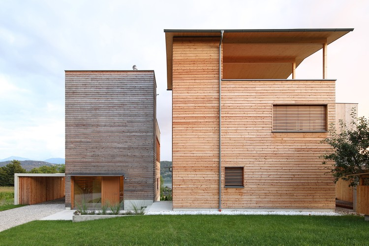 Dos torres de madera / Sonja Hohengasser & Juergen Wirnsberger, © Christian Brandstaetter