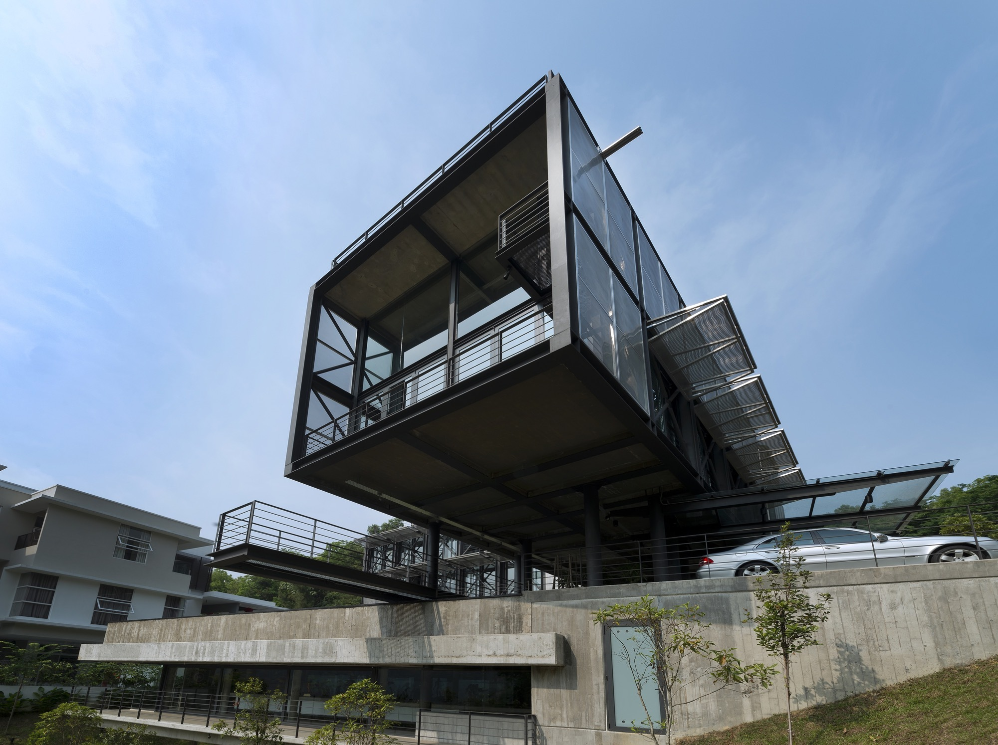 Gallery of cantilever house design unit sdn bhd 19 for House design com