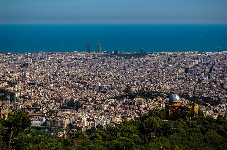 Barcelona proibirá a circulação de automóveis muito poluentes em 2019, © Flickr de Rodrigo Paredes. Licença  CC BY 2.0