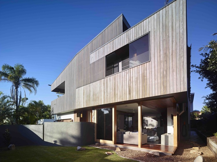 Sunshine Beach House / Shaun Lockyer Architects, © Scott Burrows