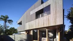 Sunshine Beach House / Shaun Lockyer Architects
