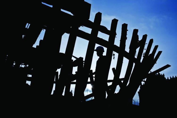 Ordem e Progresso é a nova versão de uma performance-instalação do artista mexicano Héctor Zamora no MAAT, HÉCTOR ZAMORA, ORDEN Y PROGESO, 2012.. Image © Musuk Nolte