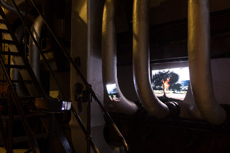 Liquid Skin – Apichatpong Weerasethakul, Joaquim Sapinho no MAAT, Joaquim Sapinho, Candles (Esmola), 2016. Vista da exposição Liquid Skin – Apichatpong Weerasethakul, Joaquim Sapinho, MAAT, 2016.. Image © Bruno Lopes