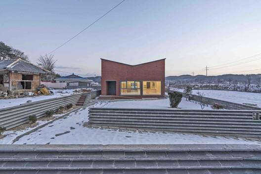 Anmyeondo House  / JYA-RCHITECTS