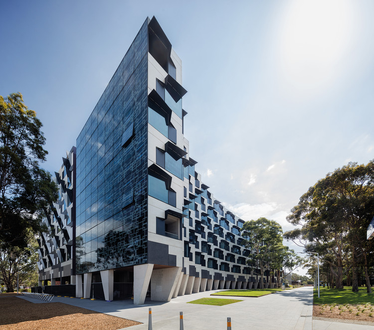 Monash University Logan Hall / McBride Charles Ryan, © John Gollings