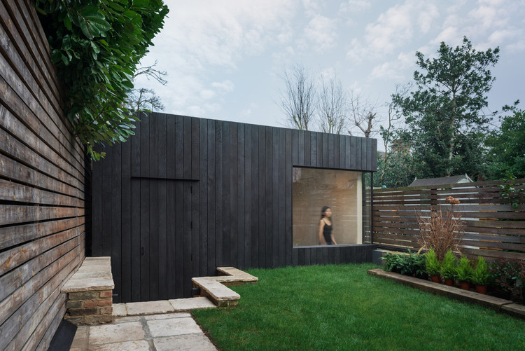 Garden Studio Gym in North London / EASTWEST ARCHITECTURE, © Naaro photographers