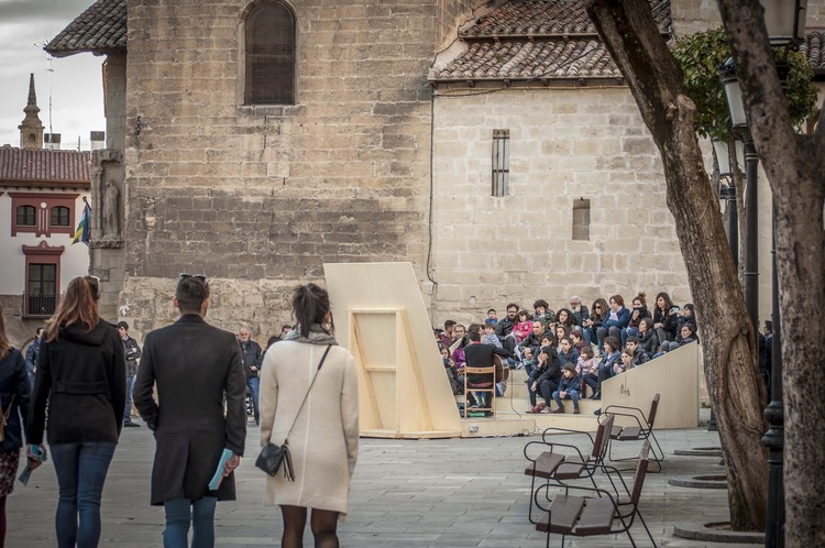 Instalaciones reinterpretan el casco antiguo de Logroño en Concéntrico 03, el Festival Urbano de Intervenciones Efímeras , Cortesía de Concéntrico 03