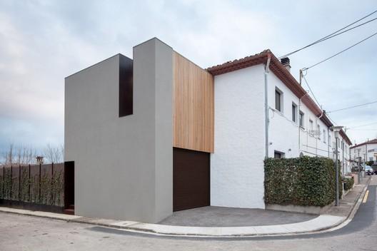 Another House of the Neighbourhood  / Arnau Estudi d'Arquitectura