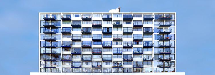 """""""Orden y Progreso"""", una muestra fotográfica que reflexiona sobre las edificaciones modernas en Latinoamérica, Las Palmas - Viña del Mar. Image © Maite Zubizarreta"""
