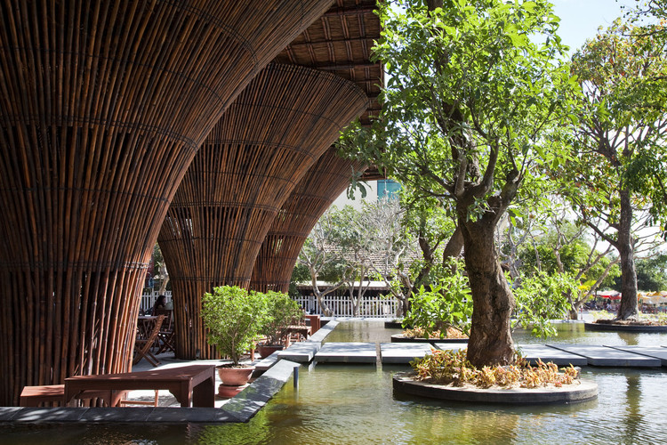 How to Use Mindfulness to Escape the Stresses of Architectural Life, Kontum Indochine Café / Vo Trong Nghia Architects. Kon Tum Province, Vietnam. Image © Hiroyuki Oki