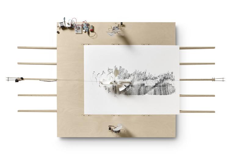 Inauguración de 'Scripts – Una Crónica de Incidentes // Máquinas automáticas de dibujo en exhibición en Barcelona'