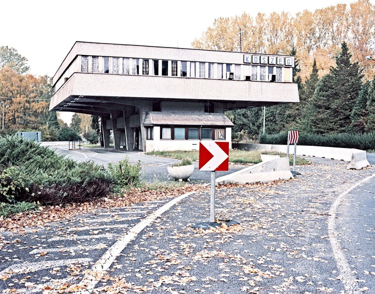"Exhibition: After Schengen European Borders by Ignacio Evangelista, ""Rattersdorf - Köszegcs A-H"": Border crossing point between Austria and Hungary. Image © Ignacio Evangelista"