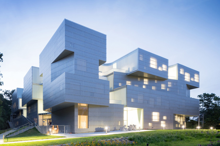 UNIVERSITY OF IOWA VISUAL ARTS BUILDING; Iowa City, Iowa / Steven Holl  Architects.