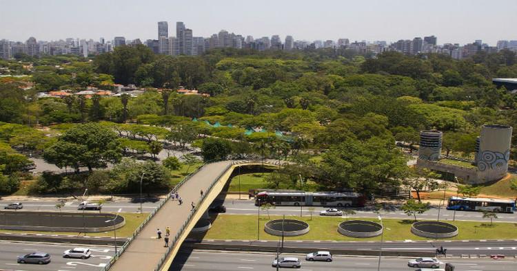 Primeira norma técnica para cidades sustentáveis é aprovada pela ABNT, Serviços de transporte e ambiente da cidade são alguns dos indicadores da NBR 37120:2017. Image © Marcos Santos/USP Imagens. Cortesia de SustentArqui